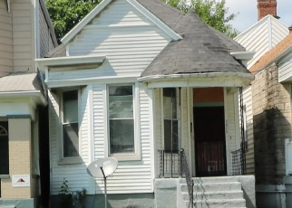 Pre Foreclosure in Louisville 40211 W CHESTNUT ST - Property ID: 1299613997