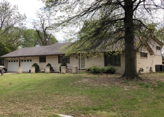 Pre Foreclosure in Hutchinson 67502 WILLOW RD - Property ID: 1304381770
