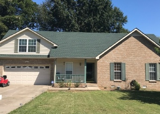 Pre Foreclosure in Clarksville 37040 NEW GRANGE CIR - Property ID: 1306598348
