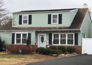 Pre Foreclosure in Warminster 18974 CLOVERLY RD - Property ID: 1307302165