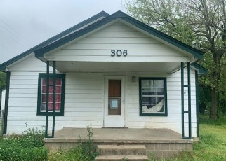 Pre Foreclosure in Wagoner 74467 S LINCOLN AVE - Property ID: 1307521603