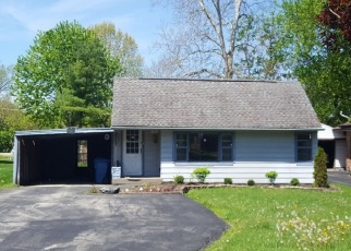 Pre Foreclosure in Indianapolis 46219 N FENTON AVE - Property ID: 1312426471