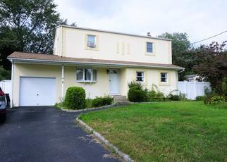 Pre Foreclosure in Selden 11784 FRANCO AVE - Property ID: 1314853280