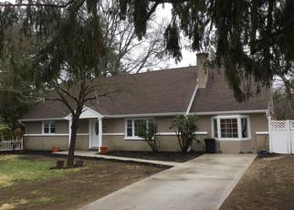 Pre Foreclosure in Bay Shore 11706 HURON DR - Property ID: 1322286585