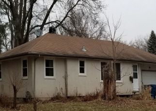 Pre Foreclosure in Saint Paul 55109 2ND AVE E - Property ID: 1322580910