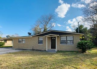 Pre Foreclosure in Jacksonville 32244 DELISLE DR - Property ID: 1323121803