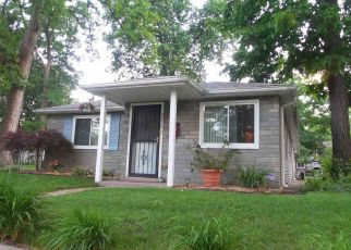 Pre Foreclosure in South Bend 46616 HOLLYWOOD PL - Property ID: 1323161658