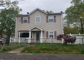 Pre Foreclosure in Patchogue 11772 PRASSAN ST - Property ID: 1326260315