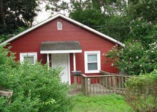 Pre Foreclosure in Lake Grove 11755 OLIVE ST - Property ID: 1326384708