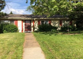 Pre Foreclosure in Topeka 66611 SW LINCOLN ST - Property ID: 1327312325