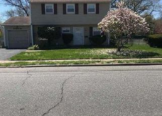 Pre Foreclosure in Amityville 11701 JEFFERSON AVE - Property ID: 1330635231