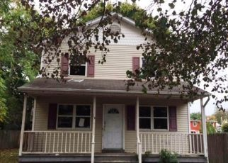 Pre Foreclosure in Huntington Station 11746 E 10TH ST - Property ID: 1334883585