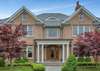 Pre Foreclosure in East Islip 11730 THE HELM - Property ID: 1334955864