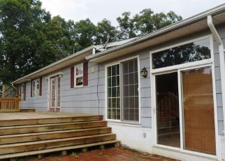 Pre Foreclosure in Fort Valley 22652 FORT VALLEY RD - Property ID: 1337806180