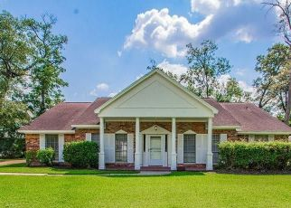 Pre Foreclosure in Baytown 77520 CRESTWAY DR - Property ID: 1338463135