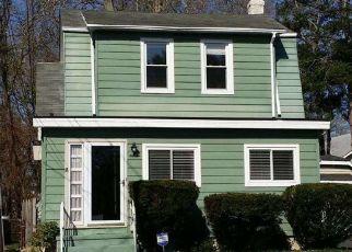 Pre Foreclosure in Trenton 08609 JOAN TER - Property ID: 1339656630