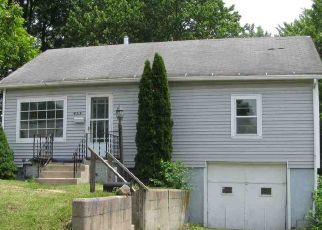 Pre Foreclosure in Kendallville 46755 SHERMAN ST - Property ID: 1346770644