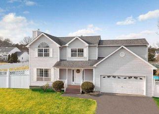 Pre Foreclosure in Selden 11784 ADAMSON ST - Property ID: 1347031675