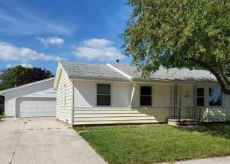 Pre Foreclosure in Fond Du Lac 54937 CENTER ST - Property ID: 1356040354