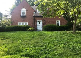 Pre Foreclosure in Pittsburgh 15216 PARKER DR - Property ID: 1358157975