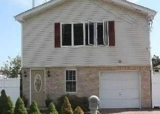 Pre Foreclosure in West Babylon 11704 NASSAU AVE - Property ID: 1359006763