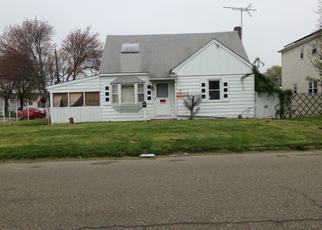 Pre Foreclosure in Lindenhurst 11757 GRANADA PKWY - Property ID: 1359035670