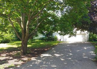 Pre Foreclosure in Hopkins 55305 ROBIN LN - Property ID: 1359395231