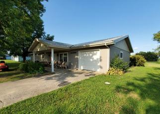 Pre Foreclosure in Fairfield 62837 COUNTY ROAD 1840 E - Property ID: 1360098633