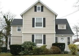 Pre Foreclosure in Bay Shore 11706 REDINGTON ST - Property ID: 1361560136
