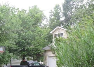 Pre Foreclosure in Edgewater 21037 TWIN OAKS DR - Property ID: 1369532135