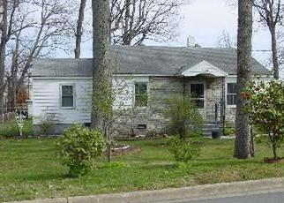 Pre Foreclosure in Greensboro 27407 OAKWOOD DR - Property ID: 1371244630