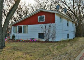 Pre Foreclosure in Carpentersville 60110 QUEENS CT - Property ID: 1371871813