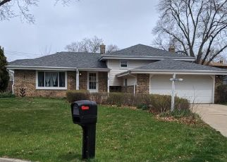 Pre Foreclosure in Milwaukee 53222 W CHAMBERS ST - Property ID: 1372926447