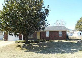Pre Foreclosure in Poteau 74953 N PAUL MATHIS DR - Property ID: 1381491463