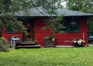Pre Foreclosure in Wayzata 55391 LAKE AVE - Property ID: 1386788316