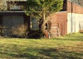 Pre Foreclosure in Fairdale 40118 MASON LN - Property ID: 1388610285