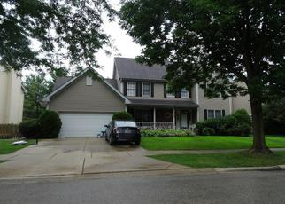 Pre Foreclosure in Elgin 60120 HURON DR - Property ID: 1388831469