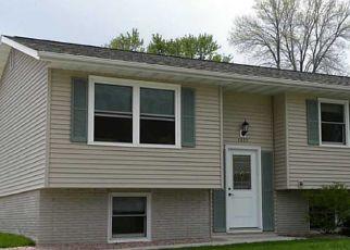 Pre Foreclosure in Hiawatha 52233 EISENHOWER RD - Property ID: 1389119215