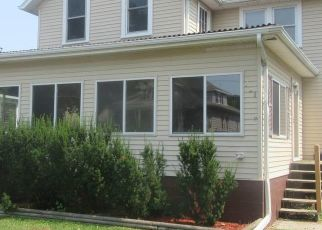 Pre Foreclosure in Clinton 52732 MELROSE CT - Property ID: 1389135424