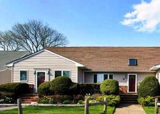 Pre Foreclosure in West Islip 11795 EDMORE LN - Property ID: 1394349953