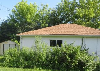 Pre Foreclosure in Milwaukee 53225 N 103RD ST - Property ID: 1396383458