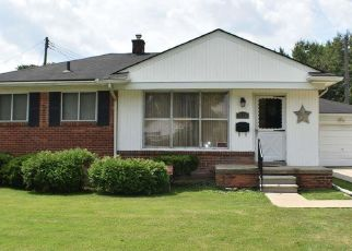 Pre Foreclosure in Harper Woods 48225 WOODMONT ST - Property ID: 1396682594