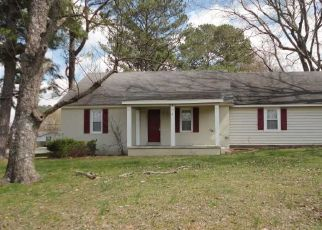 Pre Foreclosure in Henderson 38340 HILL AVE - Property ID: 1397382474