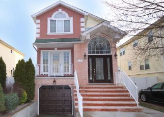 Pre Foreclosure in Staten Island 10309 PITNEY AVE - Property ID: 1398677115