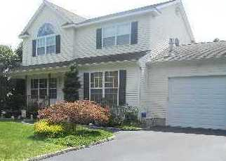 Pre Foreclosure in Patchogue 11772 BROOKHAVEN AVE - Property ID: 1400165809