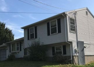 Pre Foreclosure in Hamden 06518 ROBERTSON RD - Property ID: 1400344496