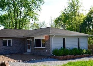 Pre Foreclosure in Mount Vernon 62864 N TOLLE LN - Property ID: 1401662353
