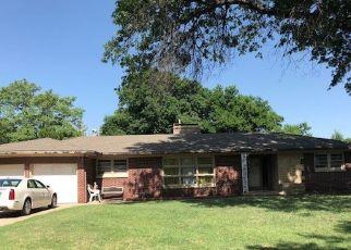 Pre Foreclosure in Wichita 67208 N PARKWOOD LN - Property ID: 1401823530
