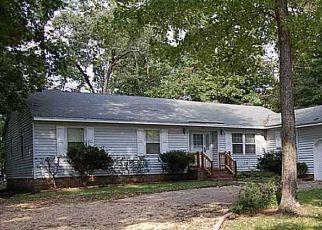 Pre Foreclosure in Yorktown 23692 YORK WARWICK DR - Property ID: 1404170638