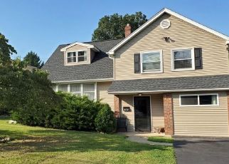 Pre Foreclosure in Warminster 18974 CHERYL DR - Property ID: 1405337846